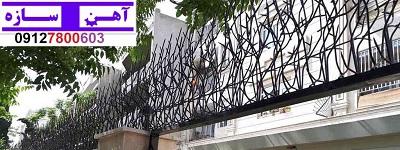 نرده شاخ گوزنی روی دیوار
