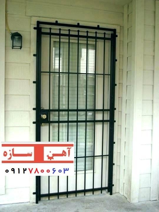 حفاظ ساده روی درب آپارتمان